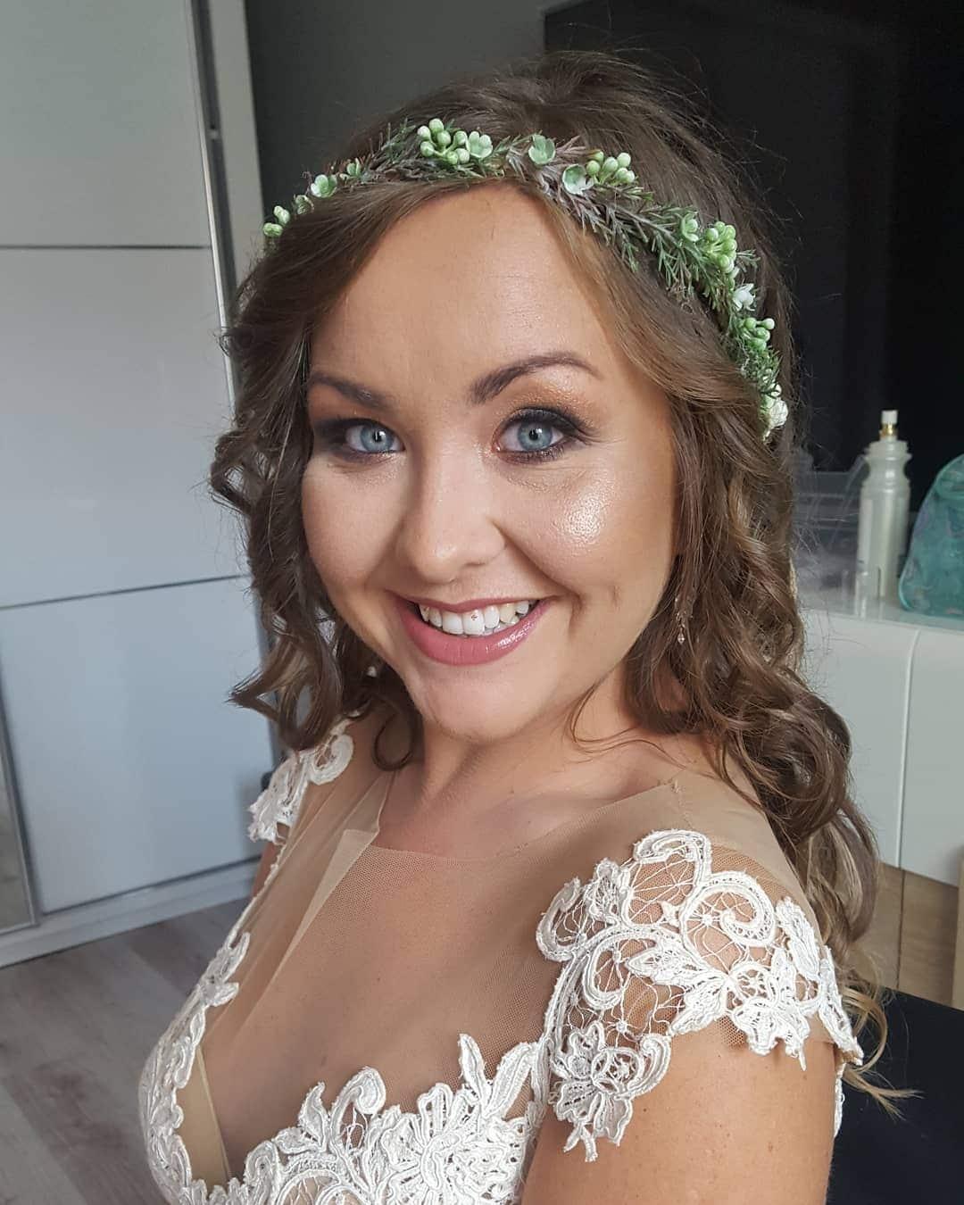 fryzury na wesele loki