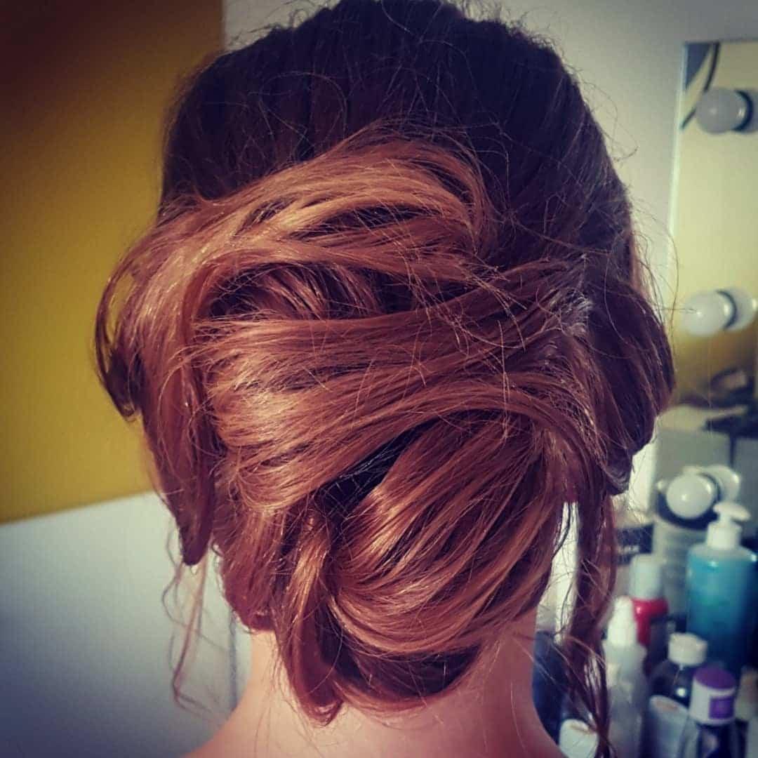 fryzury na wesele włosy półdługie