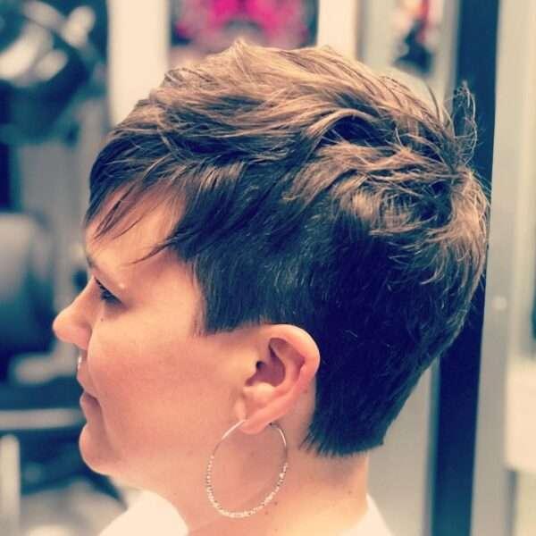 Krótka niedbałafryzura pixie cut