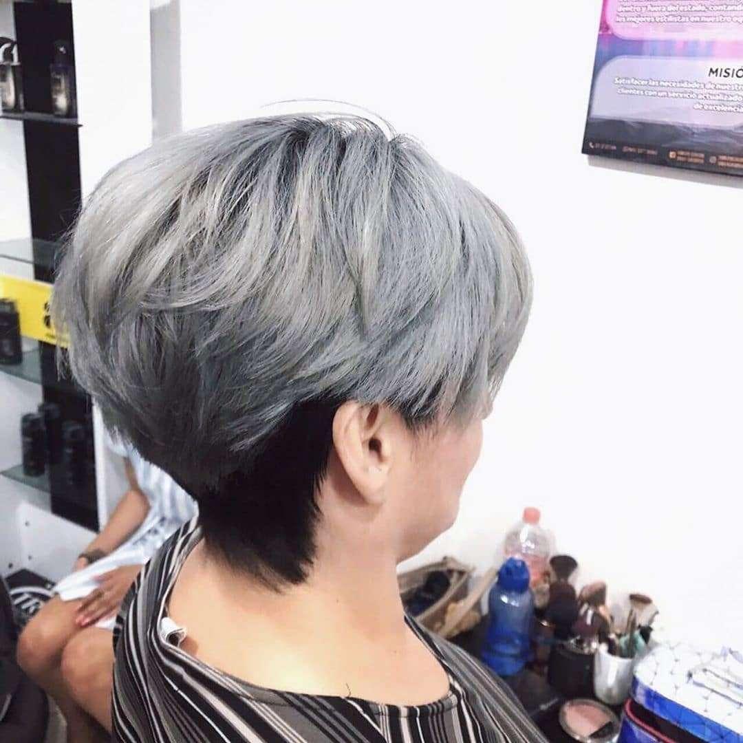 Metalicznafryzura typu pixie cut