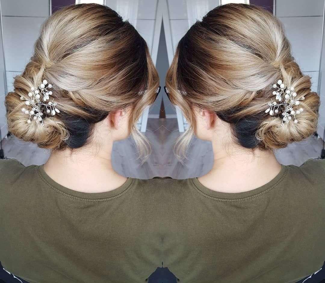 fryzury na wesele średnie włosy