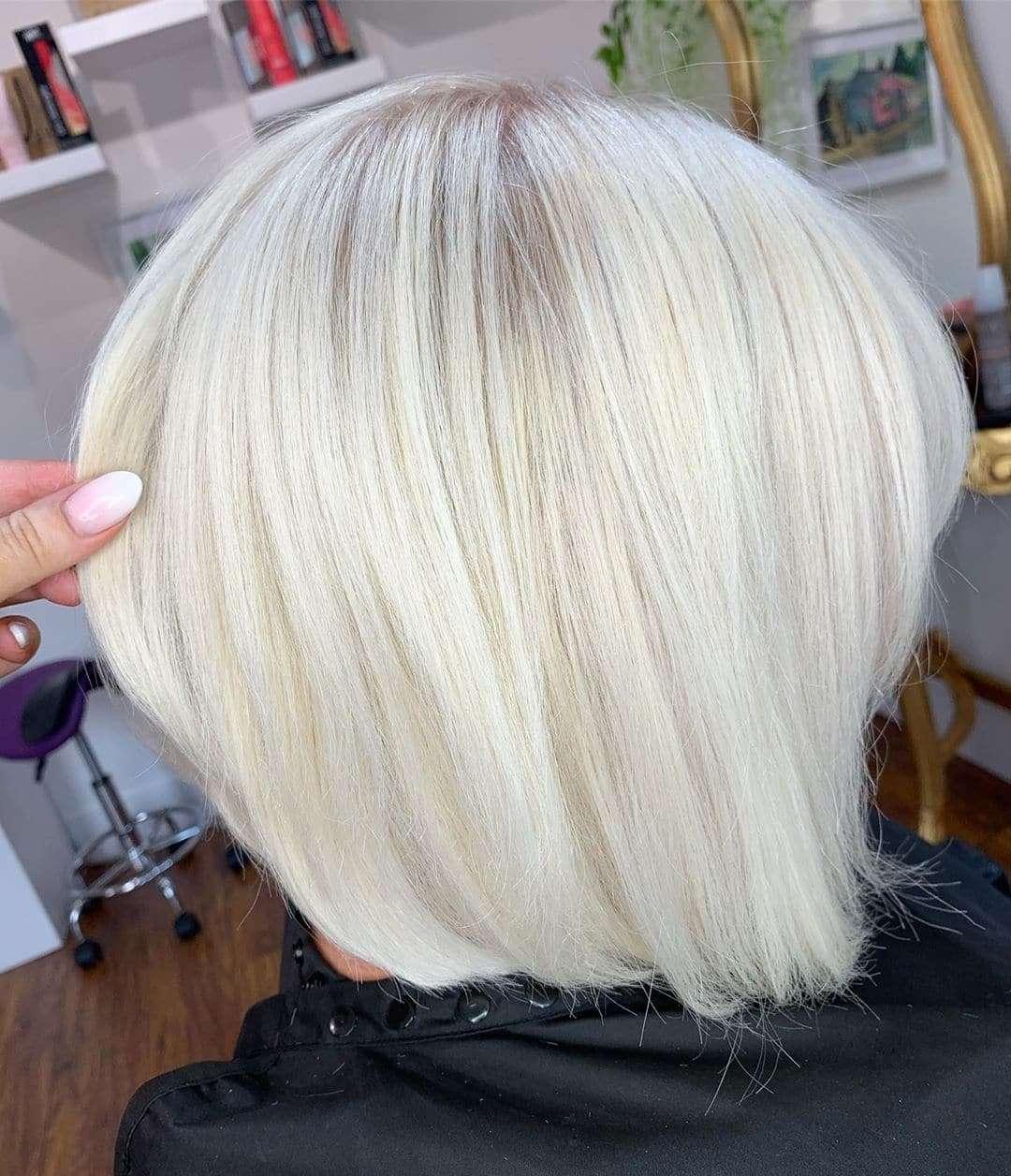 blond włosy do ramion