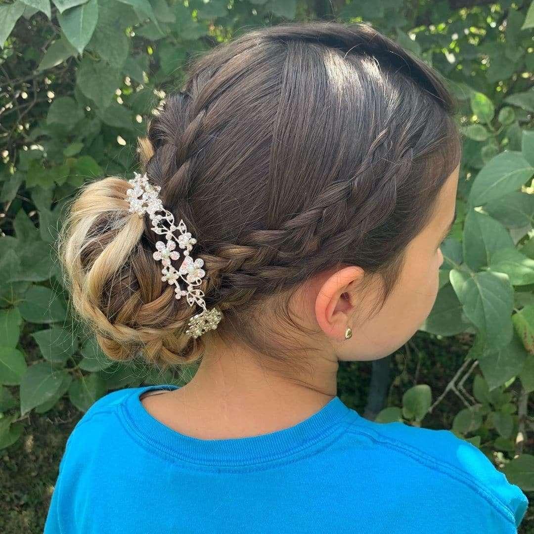 fryzury komunijne dla dziewczynek 2019