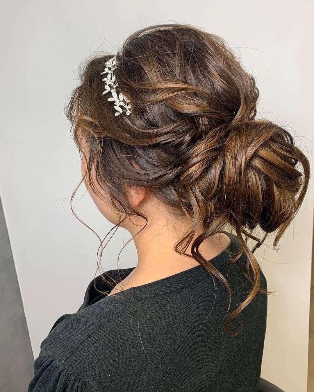 fryzury na wesele średnie włosy upięcia