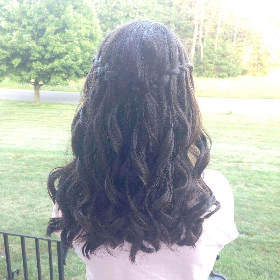 fryzury komunijne dla dziewczynek loki