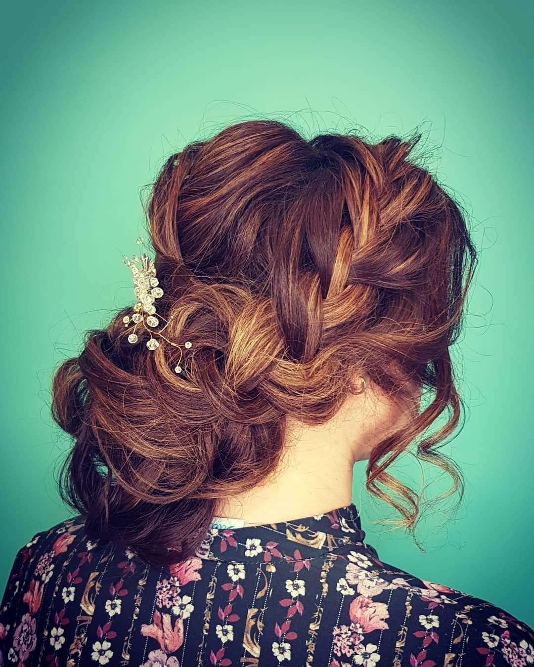 fryzury na wesele na bok