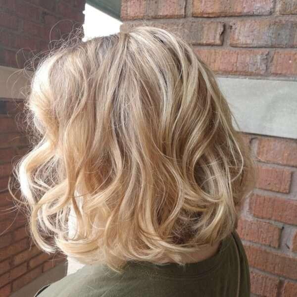 włosy do ramion blond