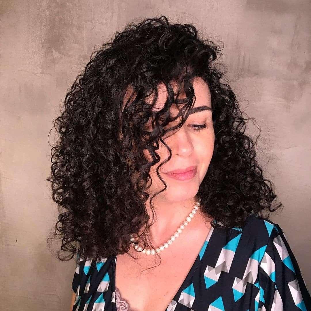 fryzura z włosów do ramion