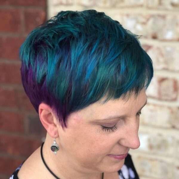 krótkie fryzury do okrągłej pulchnej twarzy