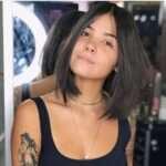 Modne i praktyczne fryzury wyszczuplające twarz w 50 wariantach