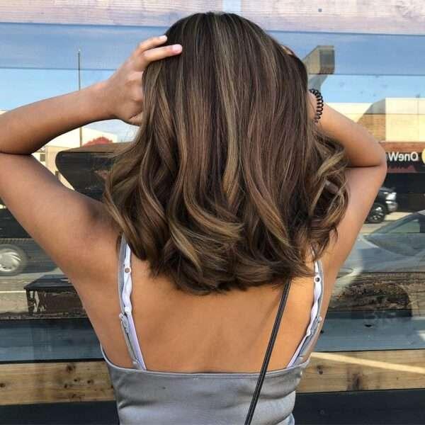 cieniowane włosy do ramion