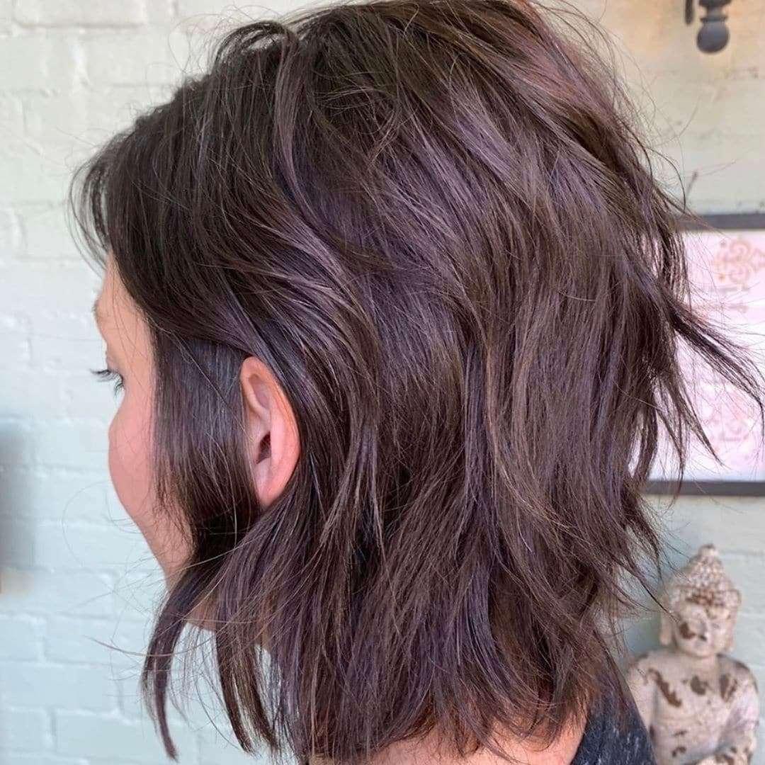 fryzura z grzywką do ramion