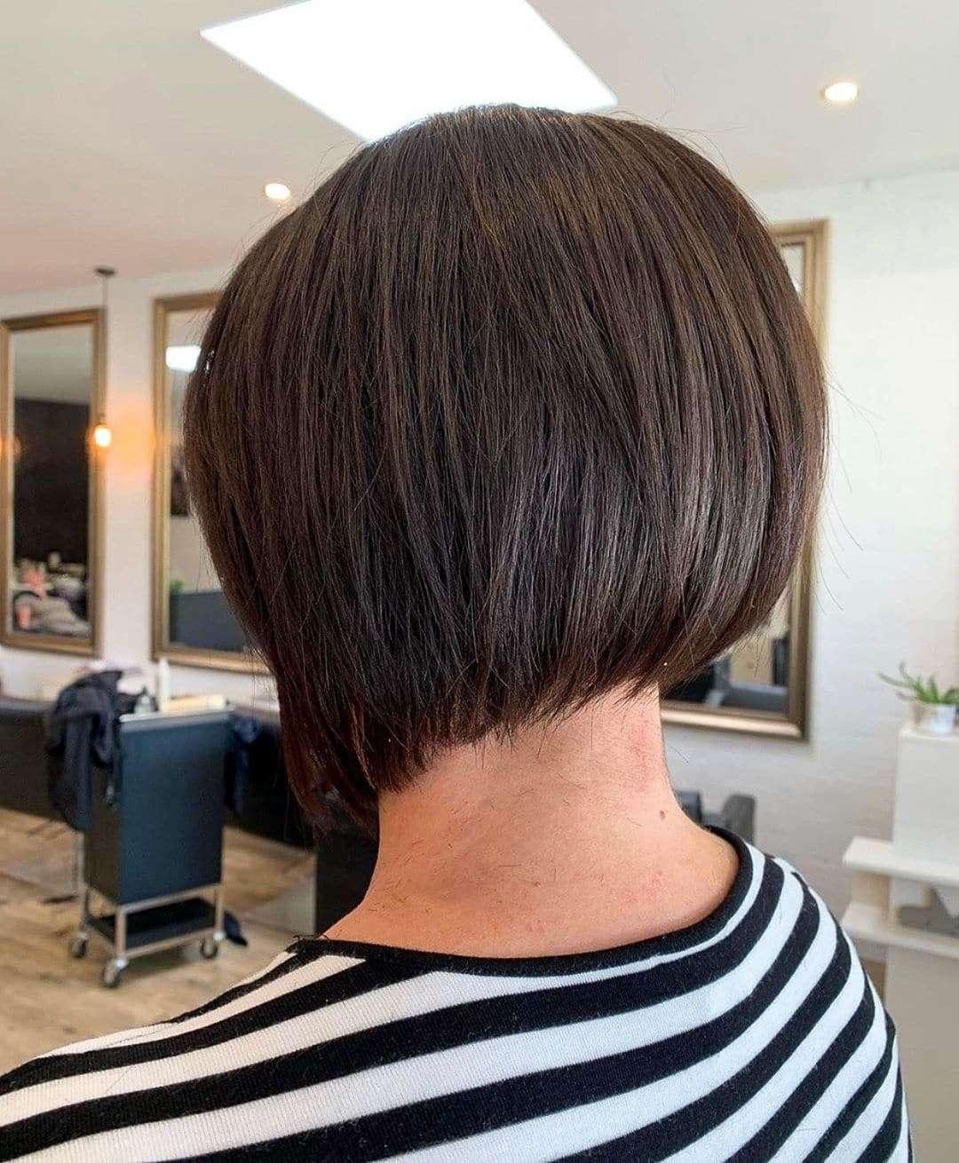 bardzo krótkie fryzury damskie