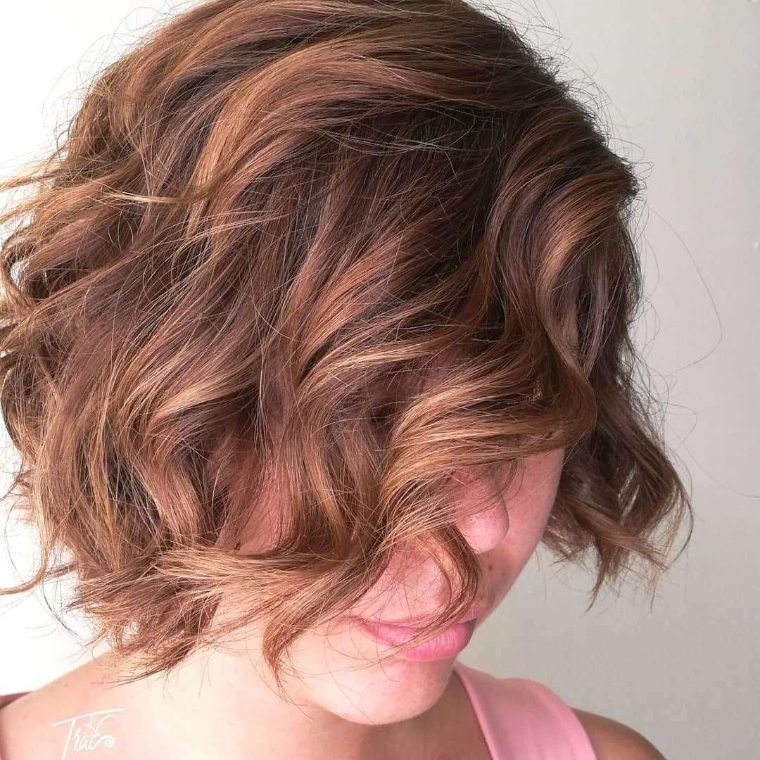 krótkie fryzury z grzywką na bok 2017