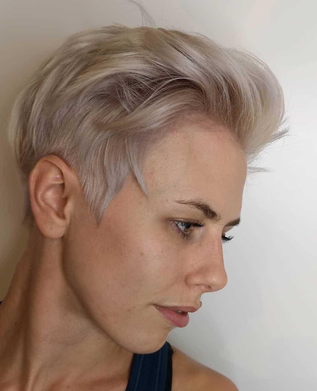 Pixie cut i platynowy blond