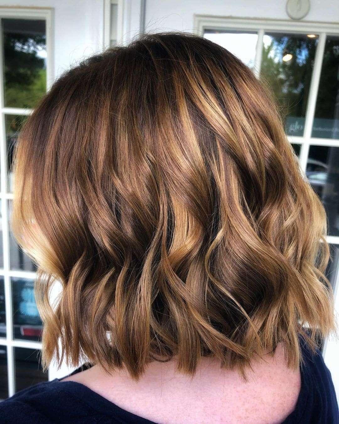 fryzury z grzywką na bok krótkie włosy