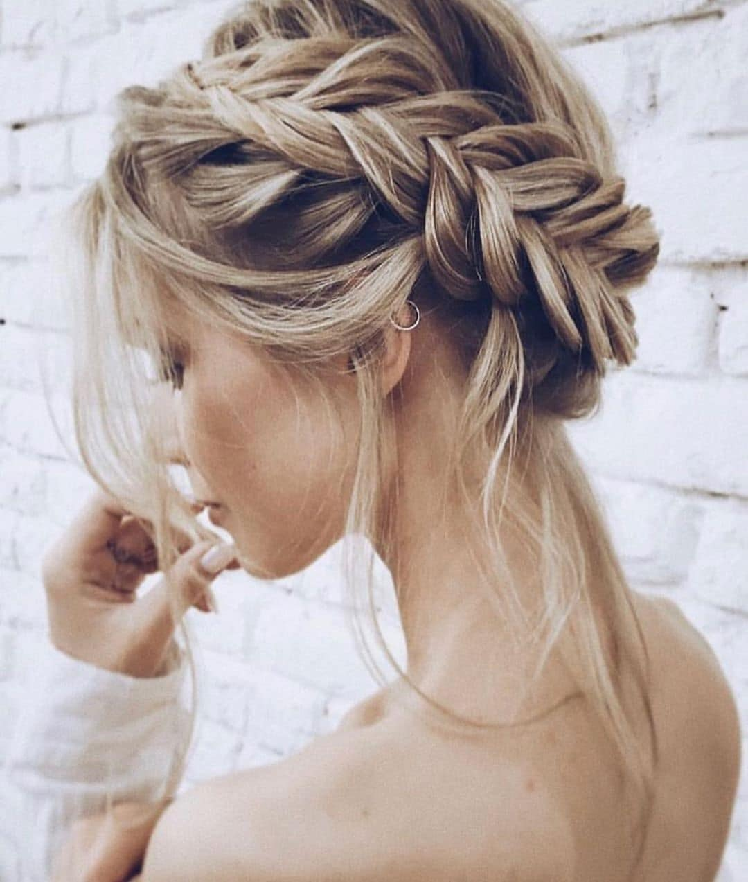 krótkie fryzury z grzywką na bok na wesele