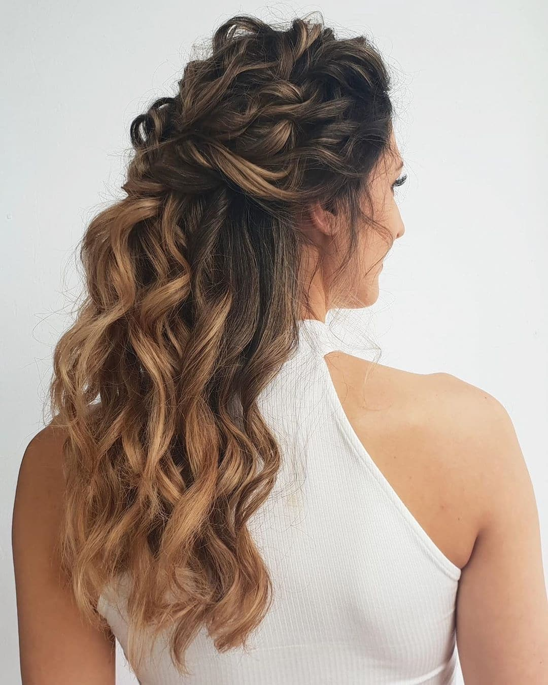 fryzura slubna loki