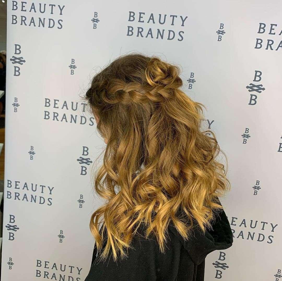 fryzura warkocz i loki