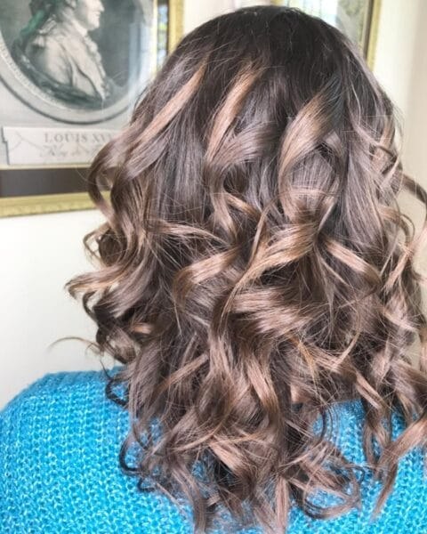 fryzura grube loki