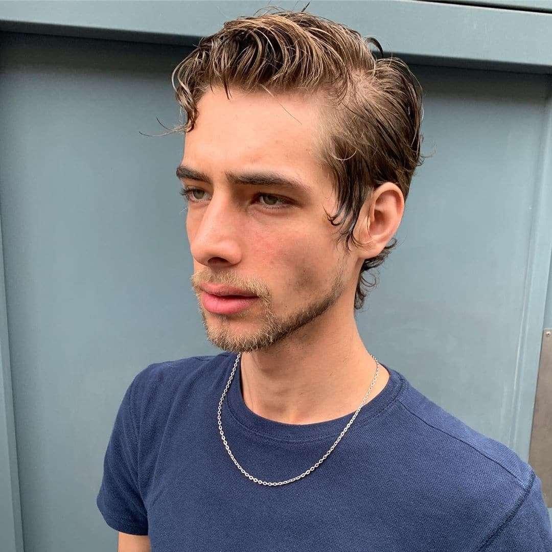 fryzury męskie długie kręcone włosy