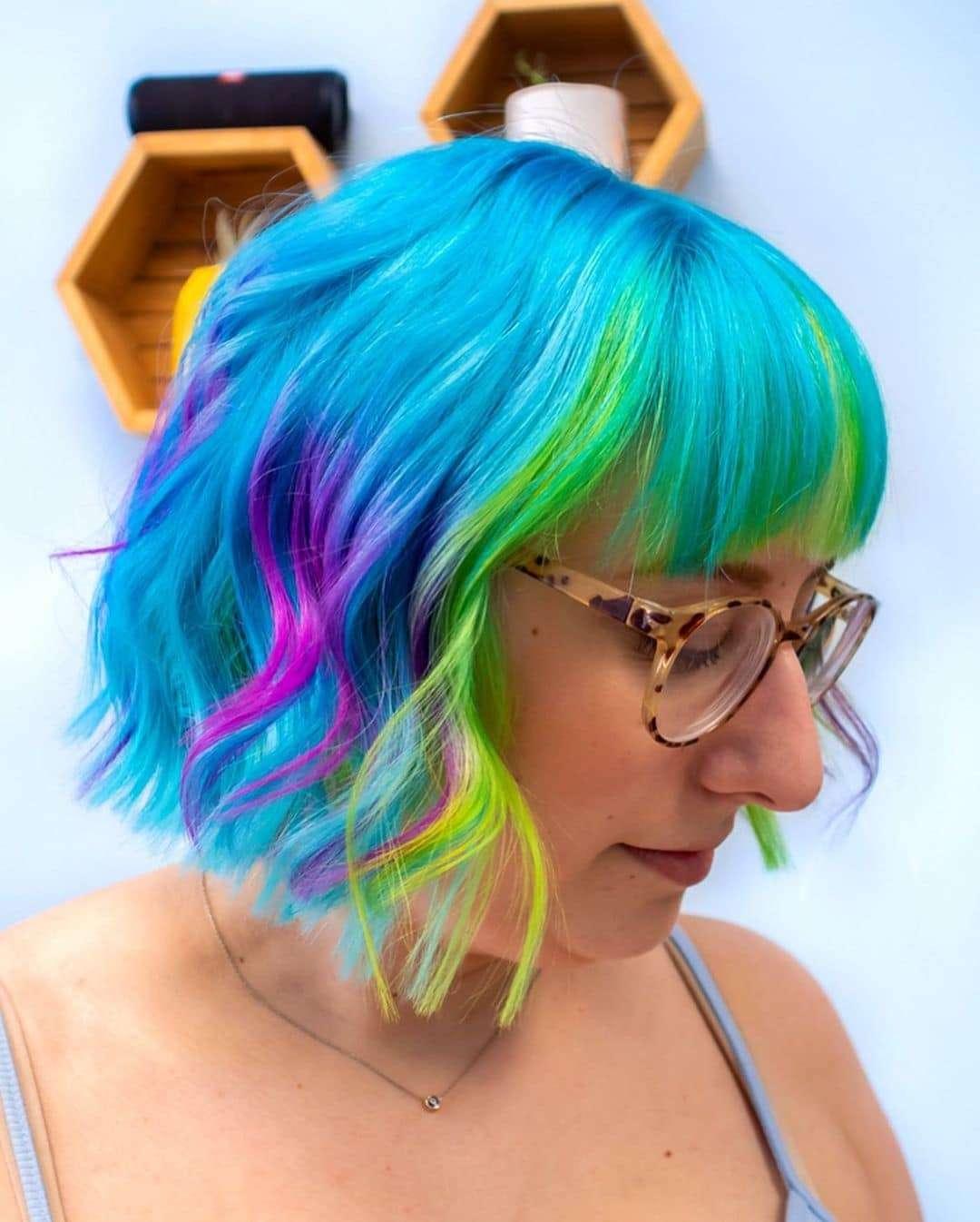 fryzury półdługie z grzywką włosy cienkie