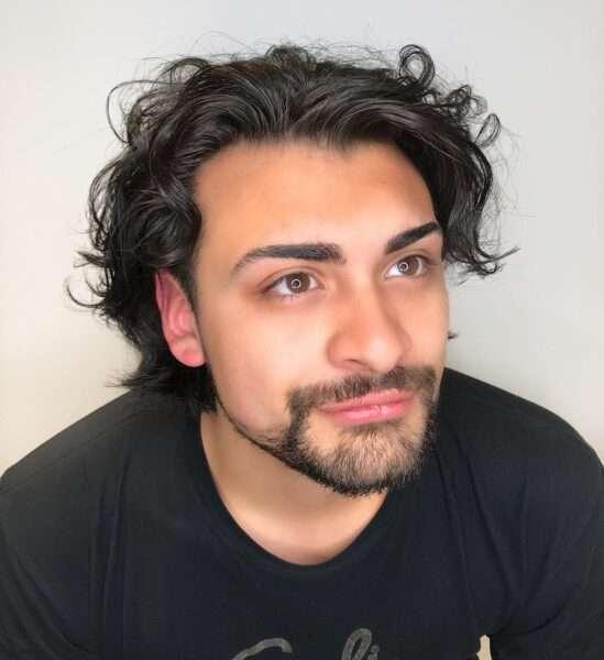 fryzury męskie 2021 długie
