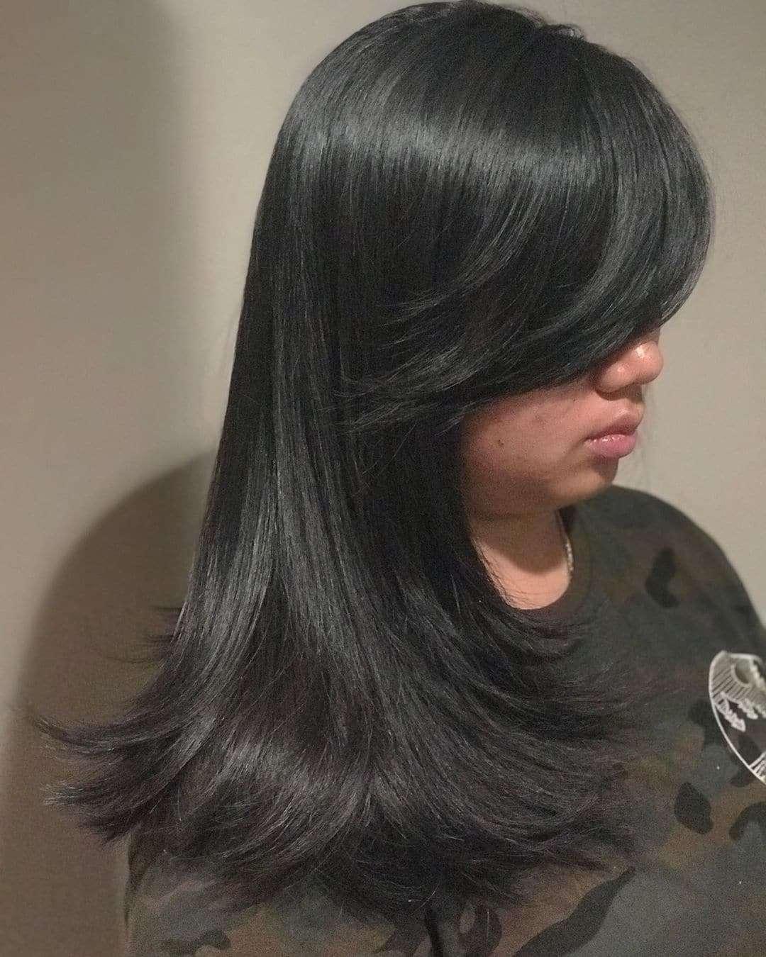 włosy półdługie fryzury z grzywką