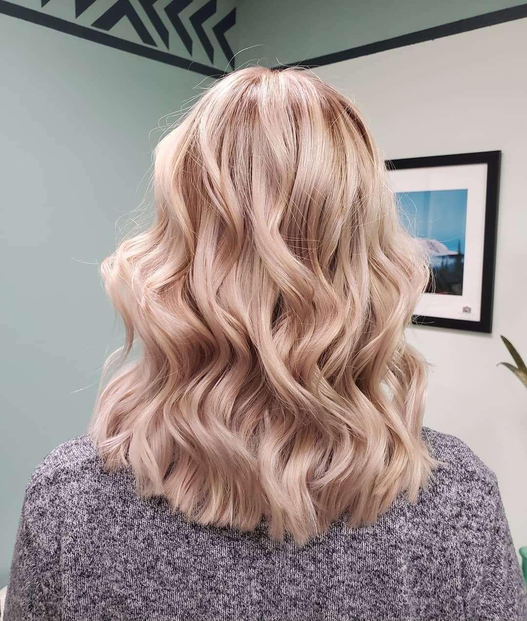 fryzury krótkie blond