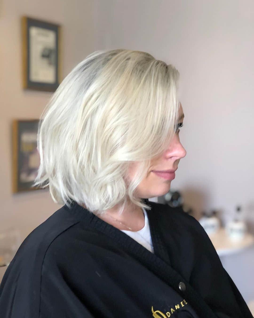 krótkie fryzury platynowy blond