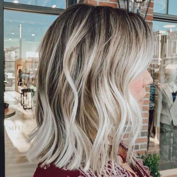 krótkie fryzury blond 2021