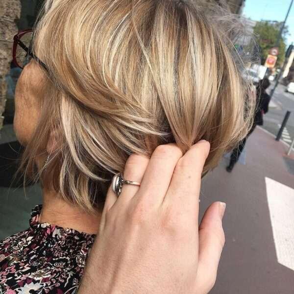 fryzury damskie krótkie blond