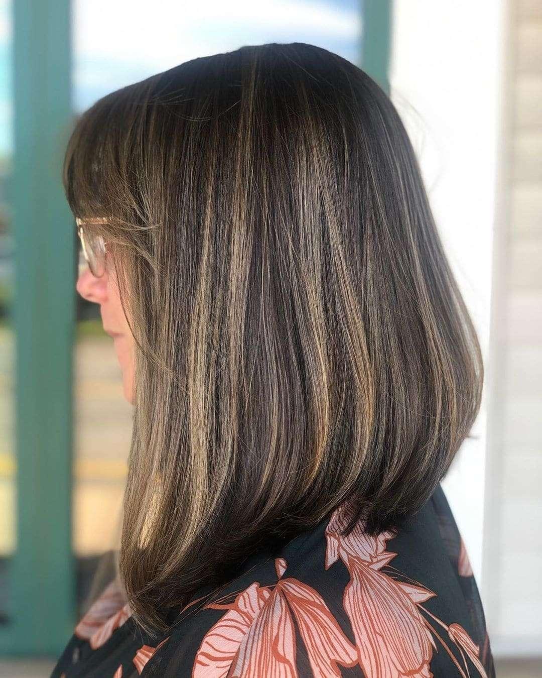 fryzury damskie półdługie z grzywką