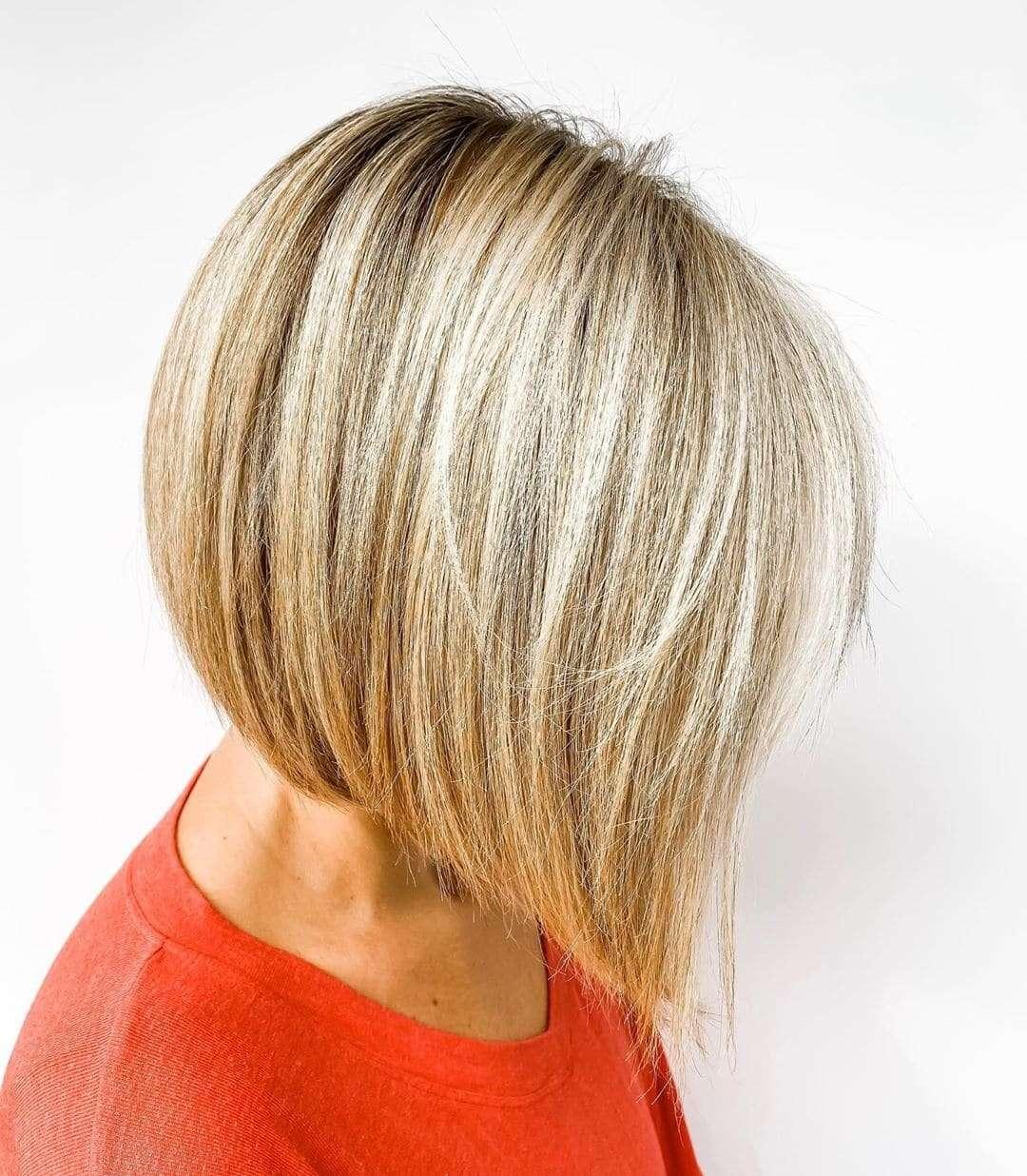 fryzury krótkie blond pasemka