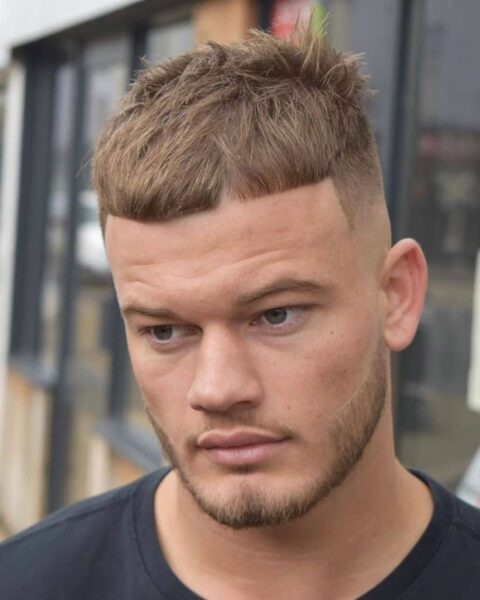 modne młodzieżowe fryzury męskie