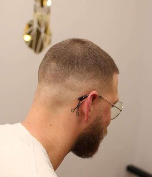 młodzieżowe fryzury męskie krótkie
