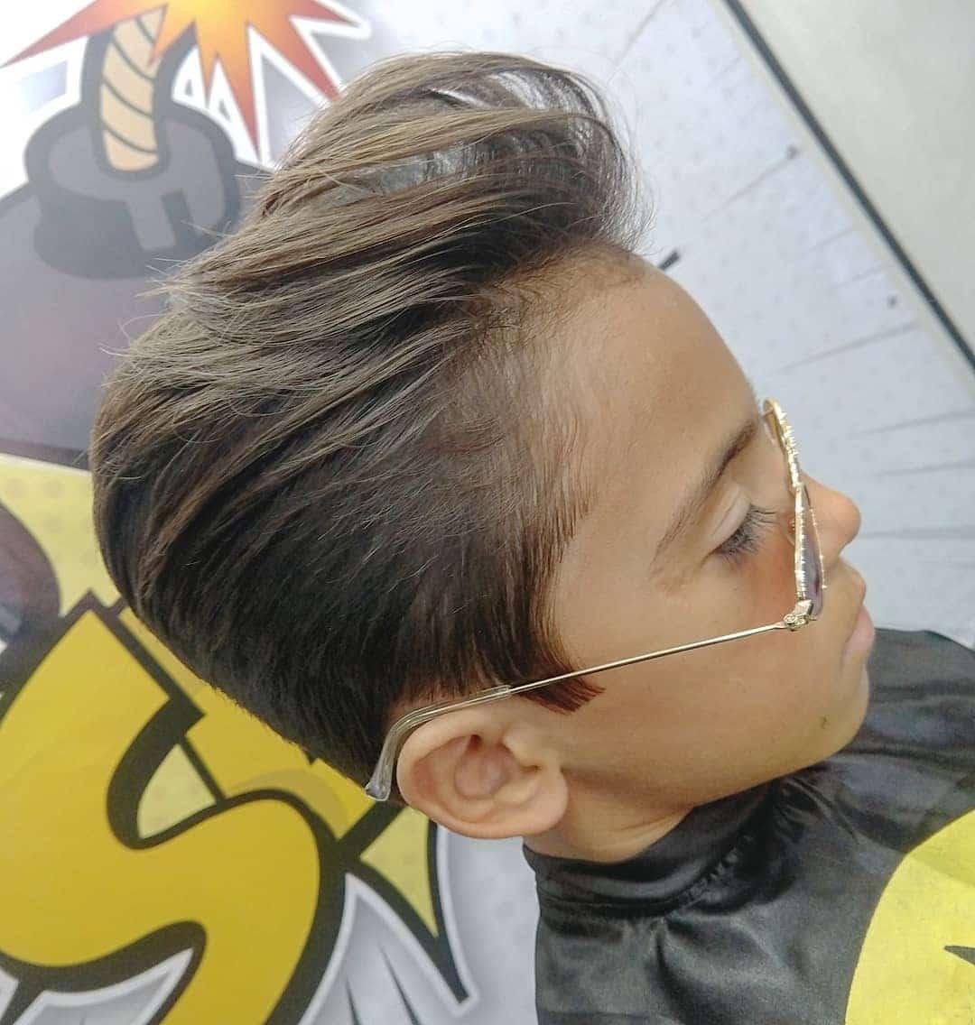 fryzury młodzieżowe męskie długie włosy
