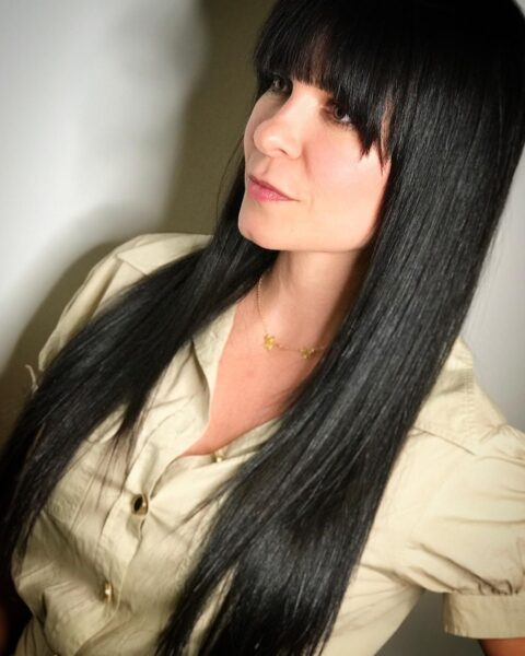 cabello liso con flequillo suave