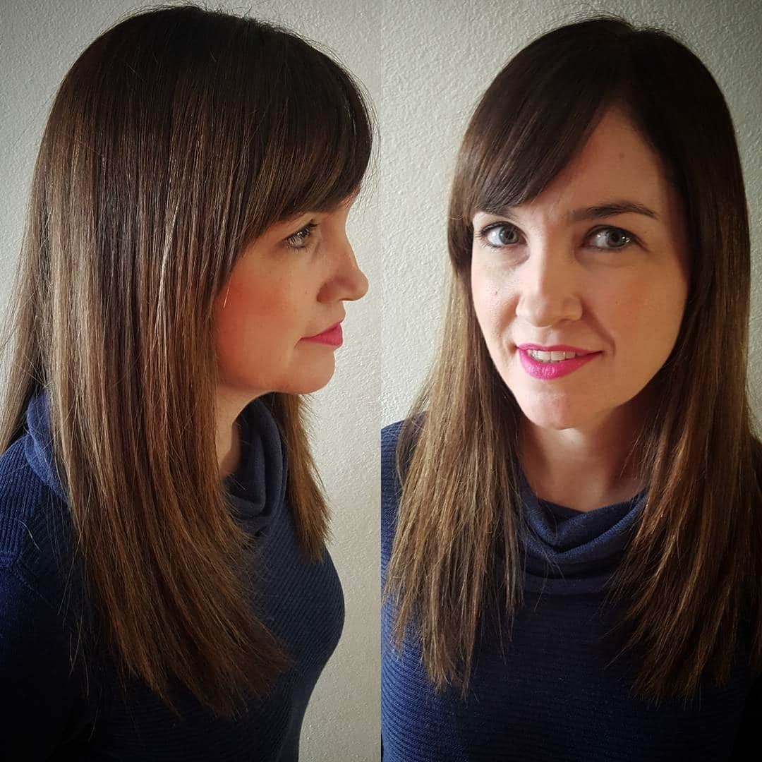 fryzury półdługie z grzywką na bok cieniowane