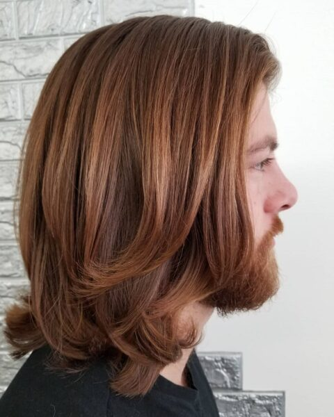 fryzury młodzieżowe z grzywką na bok męskie