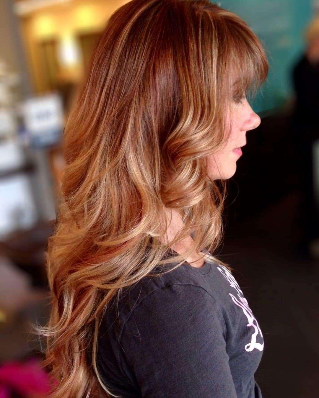 fryzury z grzywką na bok długie włosy