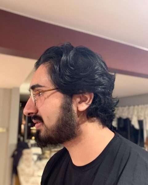męskie fryzury długie loki