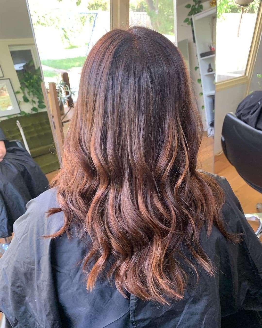 fryzury wieczorowe długie włosy