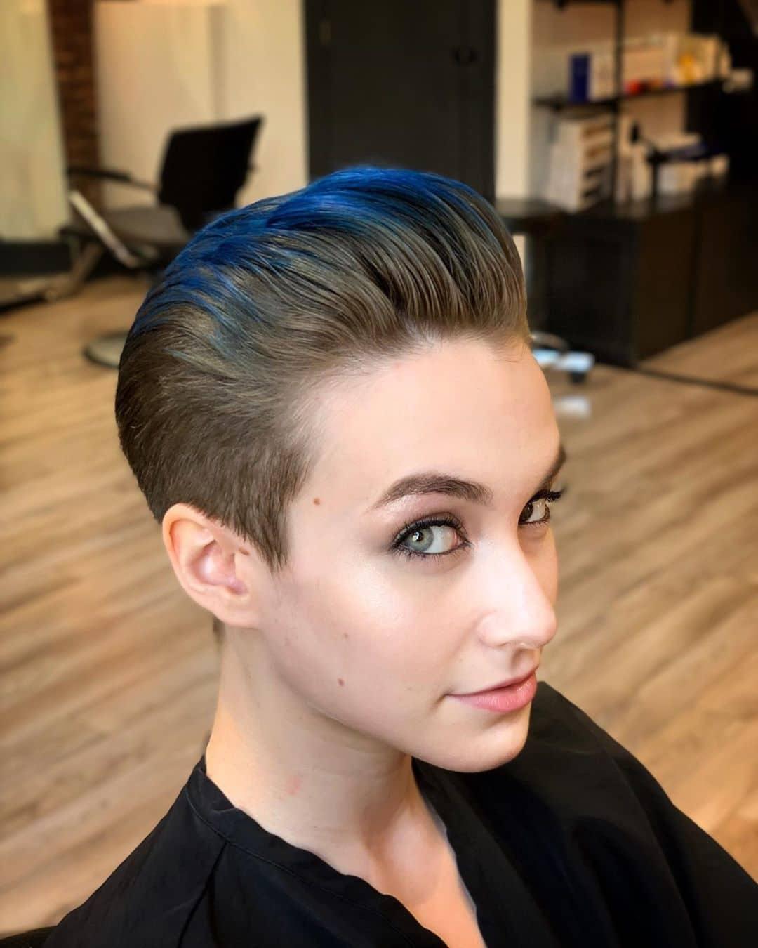 Szykowny pixie cut dla cienkich włosów