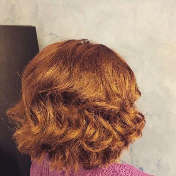 Płomiennie rude niesforne włosy