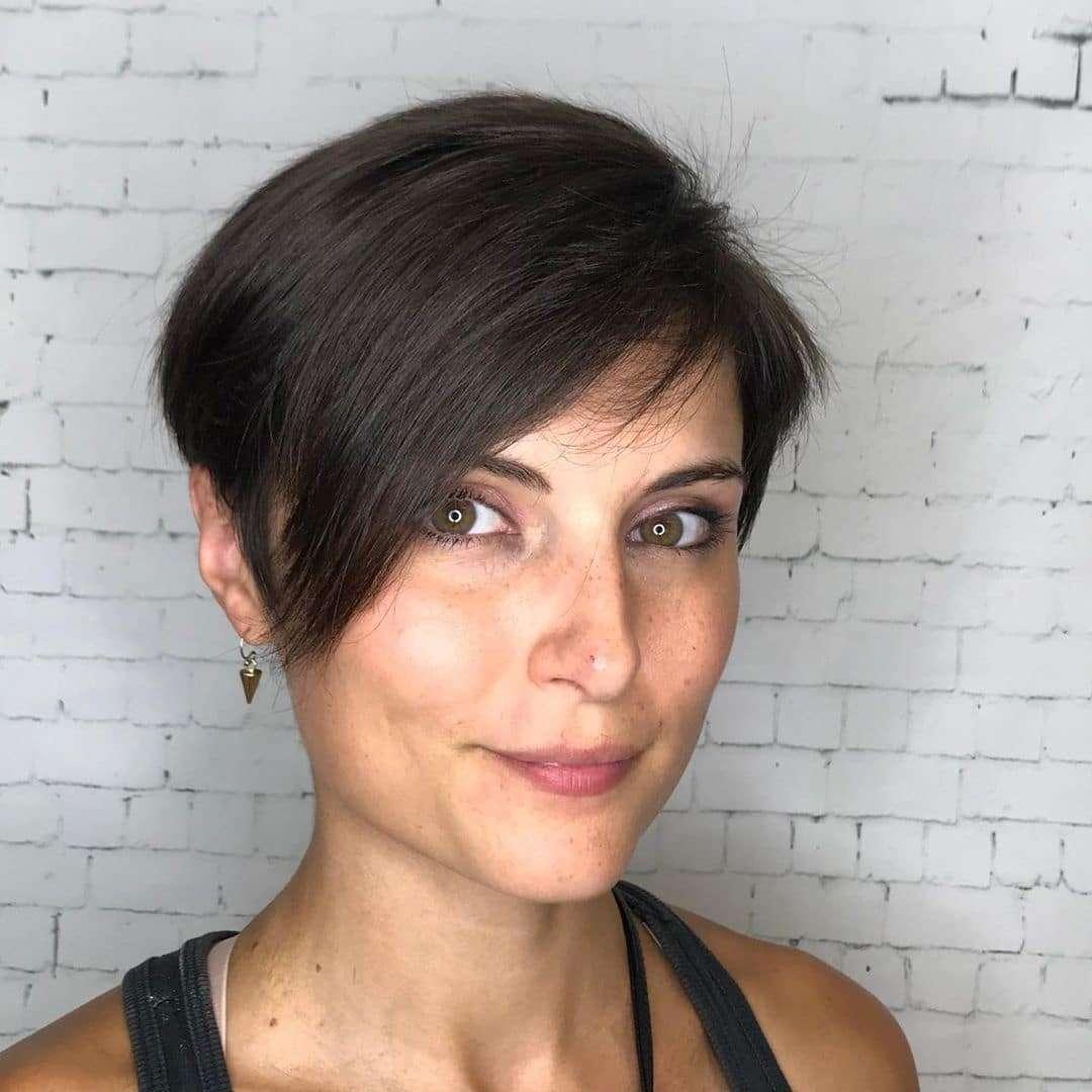 Kształtna grzywka dla krótkich włosów