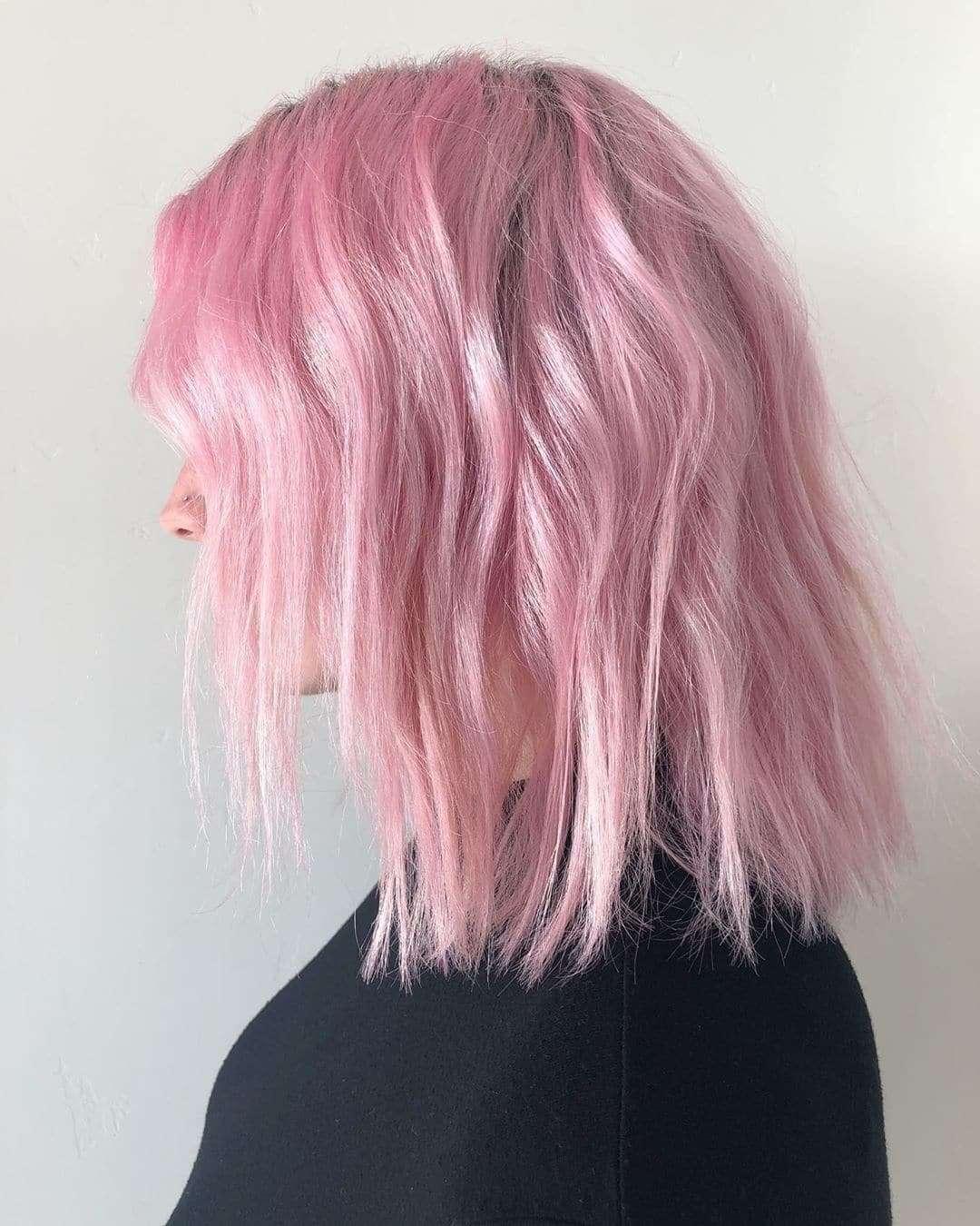 Różowe loki na cienkich włosach