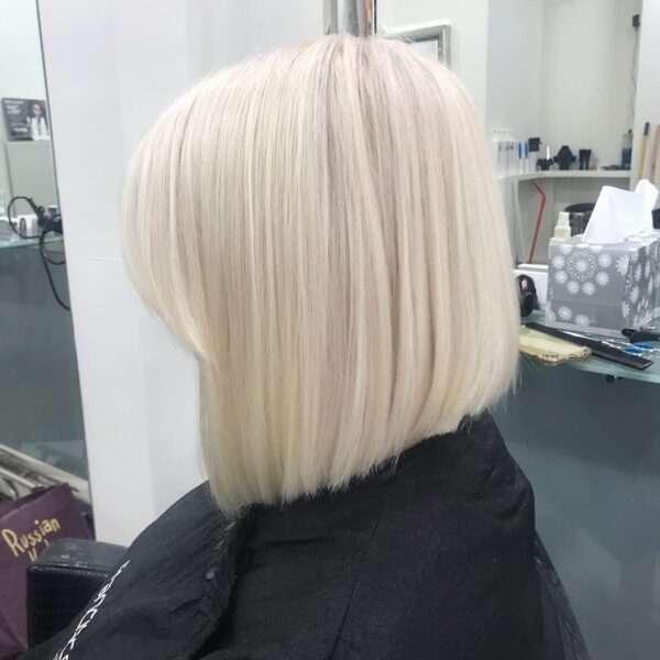 Klasyczne cięcie w kolorze białego blondu
