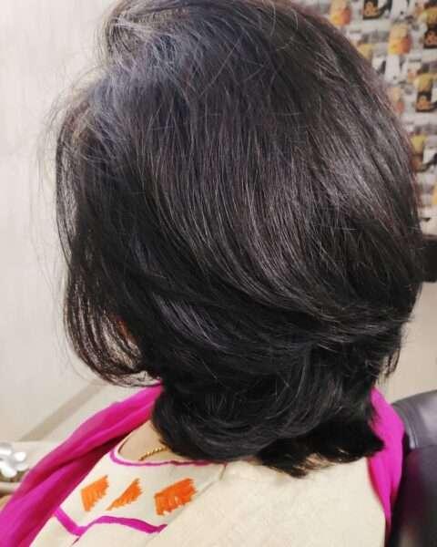 Warstwowa fryzura z pikowaną grzywką