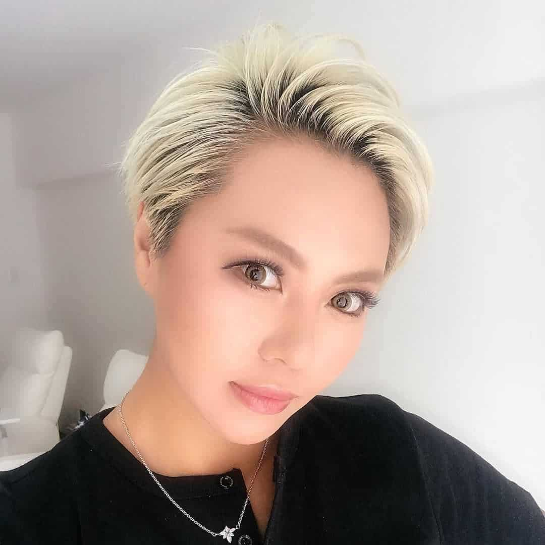 Lekki pixie cut w kolorze blond
